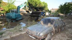 Bandırma ve Erdek'te sel felaketinin yaraları sarılıyor