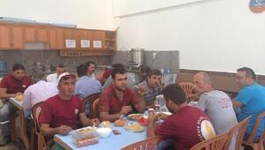 Belediye Başkanı, personelle birlikte yemek yedi