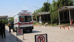 Harekat halindeki araçtan düşen Suriyeli yaralandı
