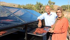 Güneş paneliyle kuruttuğu çıtır çileklerine pazar arıyor