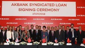Akbank'tan Türkiye ekonomisine 980 milyon dolar taze kaynak