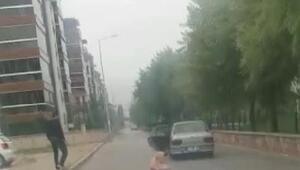Sevgilisi tarafından yakılan kadının otomobilden atılma anı kamerada