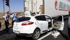TIRa arkadan çarpan otomobilin sürücüsü öldü