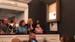 Banksynin Kırmızı Balonlu Kız resmi parçalara ayrıldı