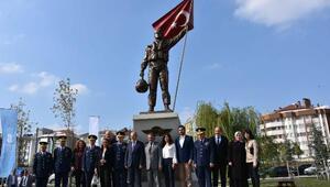 Balıkesirde Şehit Pilot Nail Erdoğan anısına yaptırılan heykel açıldı