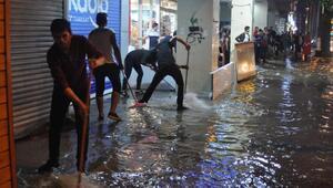 Denizlide sağanak yağmur hayatı olumsuz etkiledi