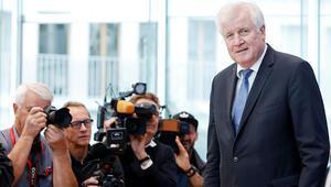 Seehofer: Önce hükümeti kuralım