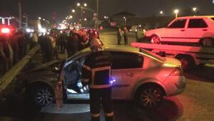 İki otomobilin karıştığı kazada bir otomobil alev aldı
