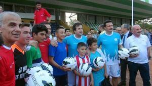 Futbolun efsaneleri Muğlada gençlerle buluştu