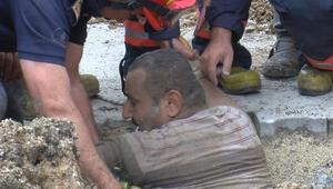 Beylikdüzünde toprak kayması... Toprak altında kalan işçi kurtarıldı