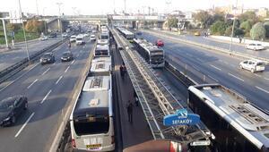 Metrobüs arızası yoğunluğa neden oldu