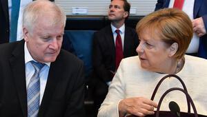 Merkel'den sonra gözler Seehofer'a çevrildi