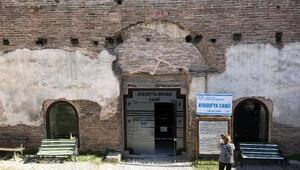 1700 yıllık Ayasofyaya cam kapı tepki çekti