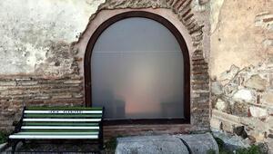 1700 yıllık camiye cam kapı: Rezillik