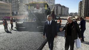 Başkan Çelik, asfaltlama çalışmalarını inceledi