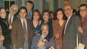 Bizimkiler dizisinin senaryosu Umur Bugay'ın hangi filmindeki karakterlerin geliştirilmesiyle oluşturulmuştur