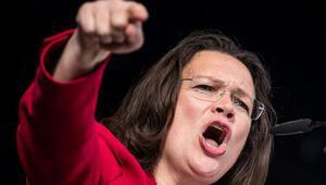 SPDde isyan: Partiyi daha iyi yönetecek biri varsa gelsin