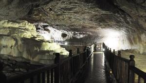 Yer altındaki gizli Pamukkale Kaklık Mağarası