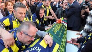 Fenerbahçe taraftarı Koray için evinin önünde helallik alındı