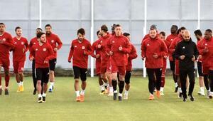 Demir Grup Sivassporu Beşiktaş maçına antrenörler hazırlıyor