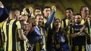 Fenerbahçe galibiyeti Koray Şenerin ailesine hediye etti