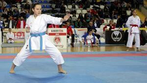 Türkiye Karate Şampiyonası Rize'de başladı