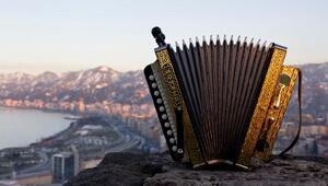 Karadenizin en popüler enstrümanı armonika, unutulmaya yüz tuttu