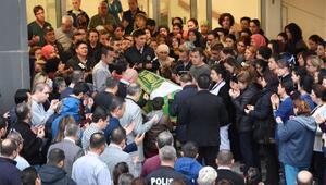 Eş kurbanı ebe, görev yaptığı hastaneden törenle uğurlandı