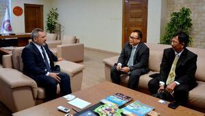 Endonezya Başkonsolosu Sudradjattan, Rektör Acer'e ziyaret