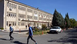Binlerce öğrenci riskli binalarda eğitim görüyor