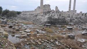 Apollon Tapınağını su bastı