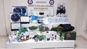 Evde uyuşturucu üretimine 2 gözaltı
