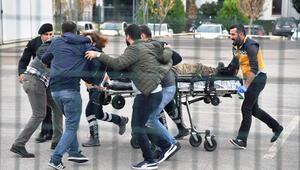 Antalyada sıcak dakikalar: 2 asker yaralandı, saldırgan öldürüldü