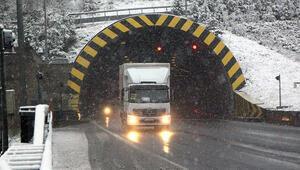 TEM'i kullanacaklar dikkat Bolu'da kar bastırdı… İşte son durum
