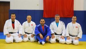 Bakan Yardımcısı Yerlikaya, milli judocuların antrenmanını ziyaret etti