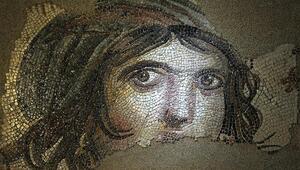 Çingene Kızı Mozaiklerinin parçaları sergiye hazırlanıyor