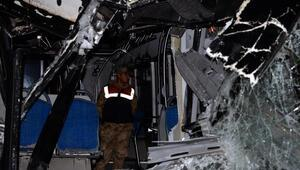 Diyarbakırda otobüs kamyona çarptı: 4 ölü, 5i ağır 25 yaralı/ Fotoğraflar