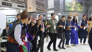 Diyarbakırın halk oyunları Travel Turkey'de ilgi gördü