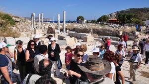 Knidos Antik Kenti ziyaretçi akınına uğradı