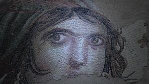Çingene Kızı mozaiğinin parçaları sergiye hazır
