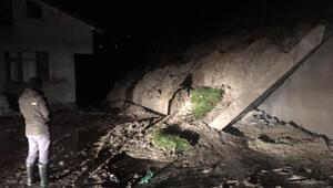 Bartında yağmur nedeniyle toprak kaydı, istinat duvarı yıkılan ev boşaltıldı