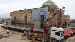 Tarihi caminin son bölümü böyle taşındı
