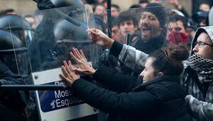 Son dakika: İspanya karşıtı gösteriler Barselonada hayatı felce uğrattı
