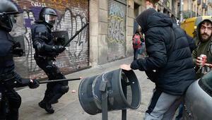 Katalonyada İspanya karşıtı gösteri: 77 yaralı, 12 gözaltı