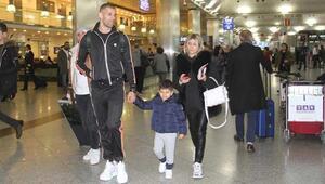 Slimani, Isla ve Mehmet Topal yurt dışına gitti
