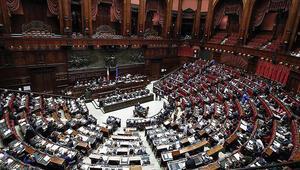 İtalyanın tartışmalı bütçesi meclisten onay aldı