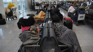 Yabancılar yeni yıl için akın edince Atatürk Havalimanından 3 günde 419 bin yolcu geçti