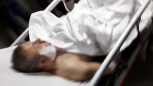 Korkunç olay Eşinin gözleri önünde başına bıçak sapladılar…