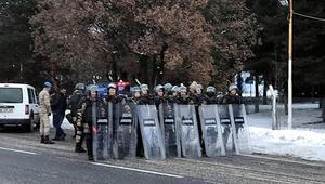 Çin'i protesto için İstanbul'dan Ankara'ya yürüyen gruba jandarma engeli