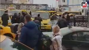 Taksim Meydanında dolmuşçuların korna kavgası kamerada